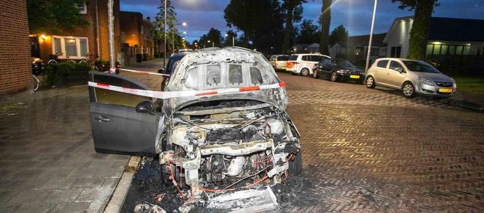 Weer een personenauto uitgebrand
