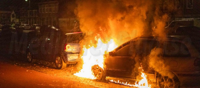 Twee auto's beschadigd geraakt door brand