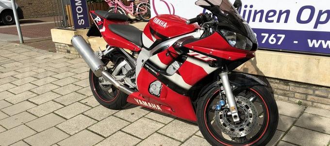 Motorrijdster onderuit in Hoofddorp