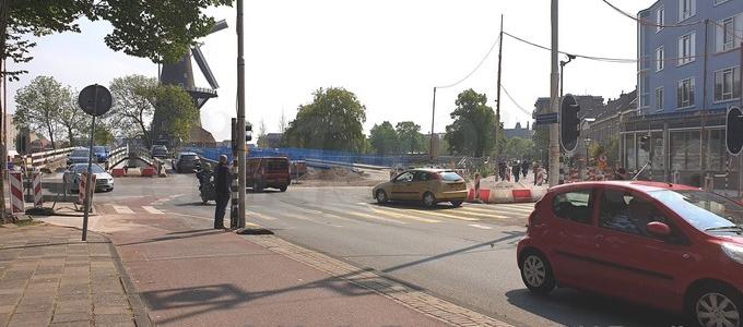 Afsluiting Valkbrug voor al het verkeer in Leiden