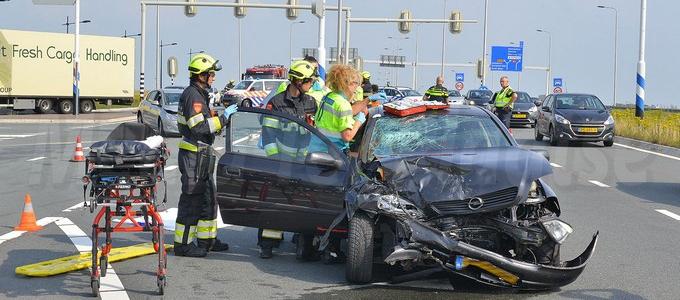 Twee gewonden bij aanrijding op de N201