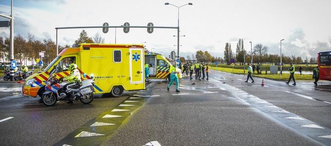 Motorrijder zwaargewond na ongeval met lijnbus