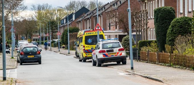 Traumahelikopter landt op speelveld Tjalkplein in Rijsenhout