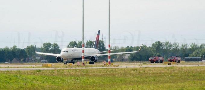 Toestel van de luchtvaartmaatschappij Delta maakt voorzorgslanding