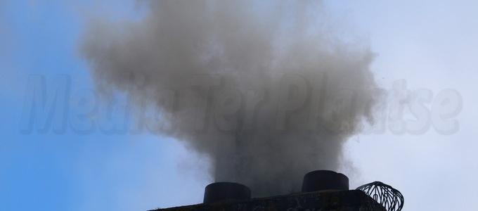 Schoorsteenbrand bij woning aan de Minstreel in Rhoon