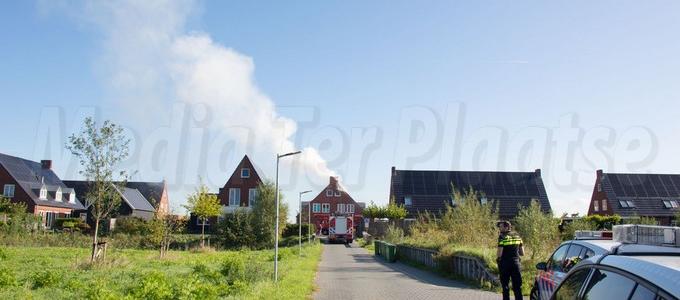 Zonnepanelen vliegen in de brand op dak woning